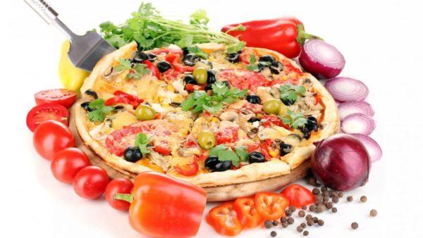 pitstsa syr pomidory ovoshchi perets olivki vkusno