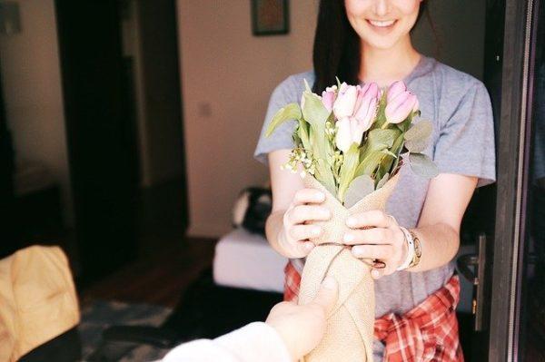 Служба доставки цветов в Лазаревском