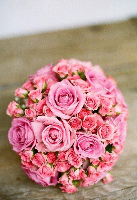 Небольшой очаровательный букет цветов