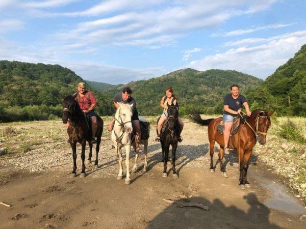 Конные прогулки в Лазаревском районе в горах